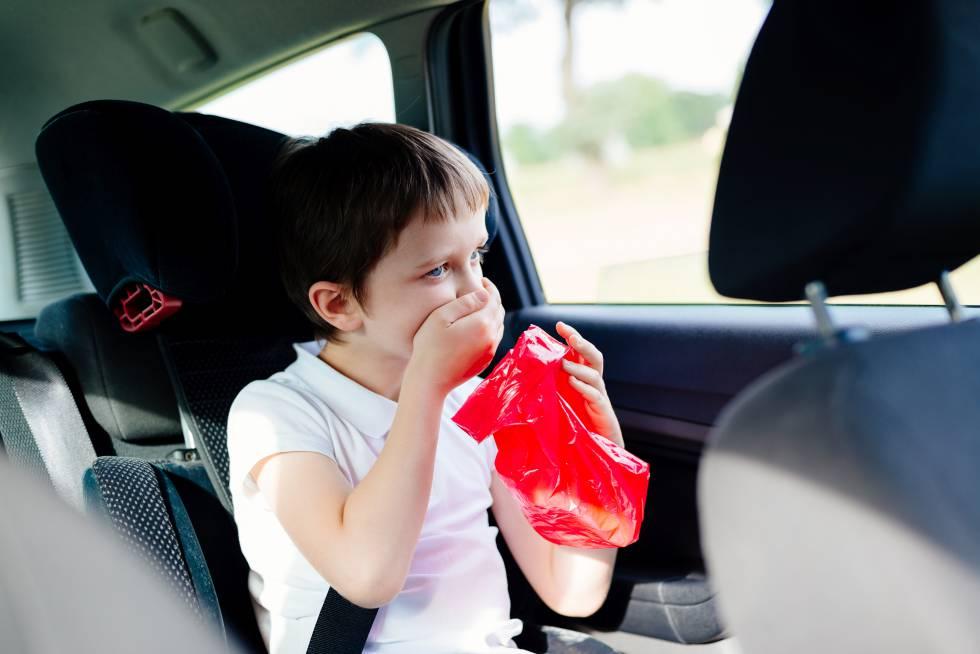 Qué hacer para evitar mareos en el coche