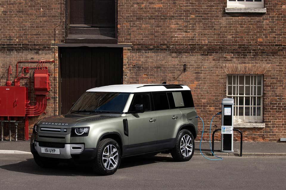 Land_Rover_Defender_P400e_404CV